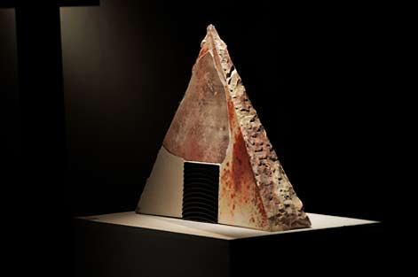 munemi-yorigami-triangular shaped recreation sculpture