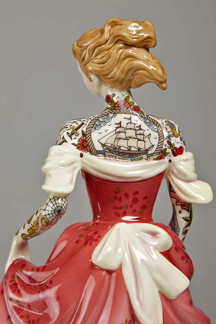 tattooed-porcelain-figures-by-jessica-harrison