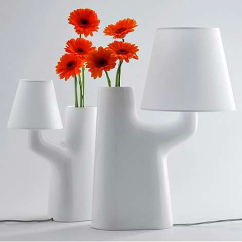 dezeen_touch-lamp-vase-by-roger-arquer-for-bosa-2