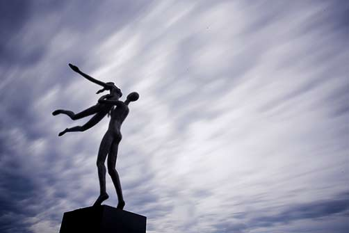 ayad-alqaragholli-embrace-sculpture-by-the-sea-cottesloe-2014