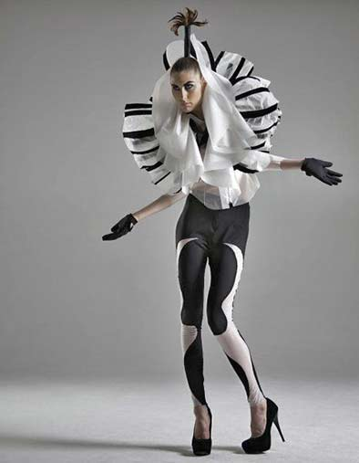 elena-slivnyak-for-iimuahii - black and white fashion-costume futuristic styling