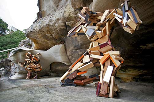 elyssa-sykes-smith-a-shared-weight-sculpture-by-the-sea-bondi-2013 Tow wooden figurative sculptures