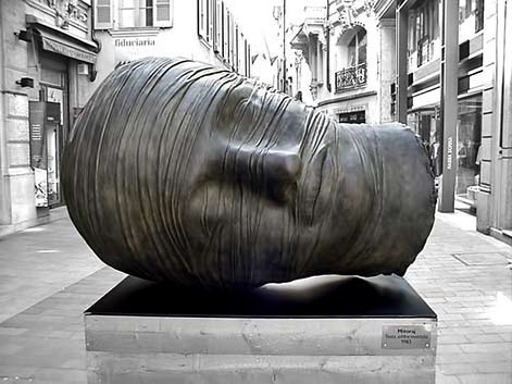 igor_mitoraj_ street sculpture of a large head