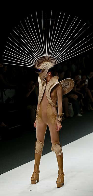naked-burlap-cockatoo-knights rinaldy-a-yunardi