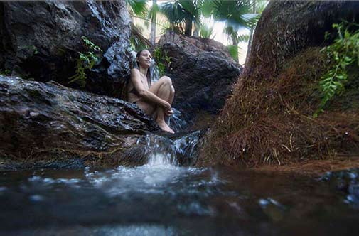 girl-sitting-in-rockpool -emma-gorge-el-questro-wilderness-park