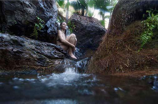 girl-sitting-in-rockpool -emma-gorge-el-questro-wilderness-park