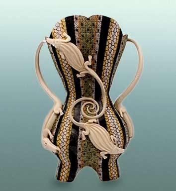 great-zambezi-masterpieces-ardmore-ceramic-art-zambezi-crocodile-queen-vessel-soldsculptors-sondelani-ntshalintshalipainters-zinhle-nene