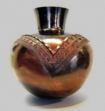jabu-nala Zulu pottery vessel