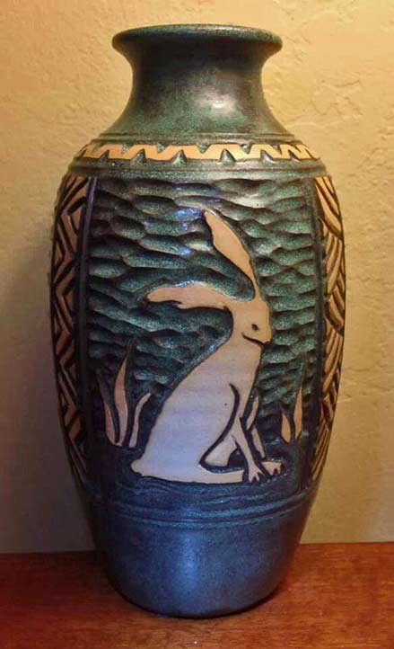 Foxlo-Pottery hare motif vase