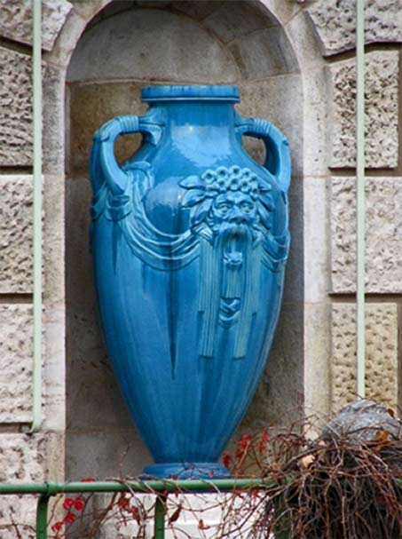Blue-amphoras-vase located-at-Stadtpark