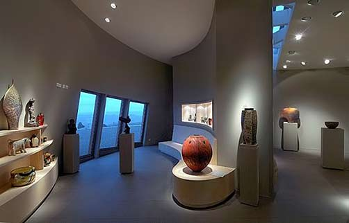 Le-Don-Du-Fel-Gallery with pottery on display