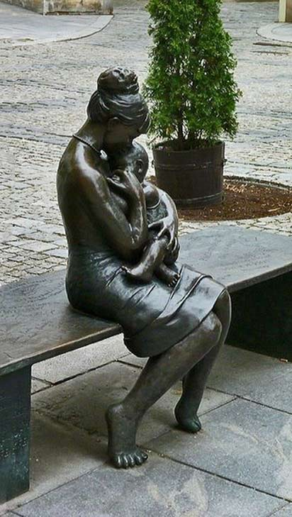 Mother-And-Child-street sculpture,Olomouc,-Czech-Republic