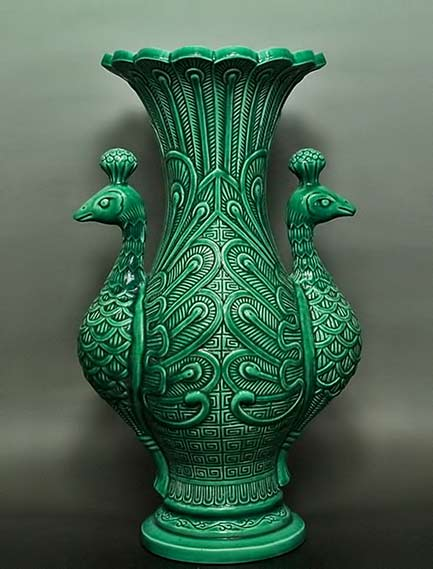 Qing-Dynasty-Green-Glaze-Peacock-bottle