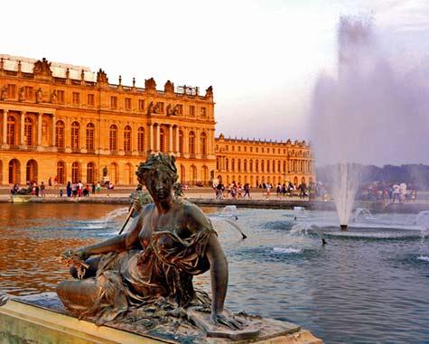 Versailles fountain statue