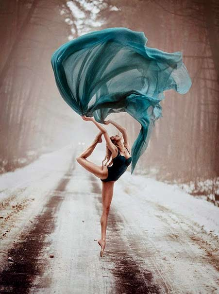 Svetlana Belyaeva photo of a dancer in the forest