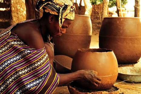 Female Bamana potter in Mali