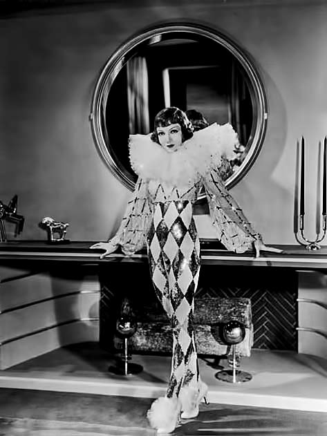 Claudette-Colbert in harlequin costume