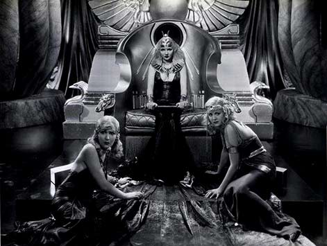 Claudette-Colbert on a throne as Celopatra