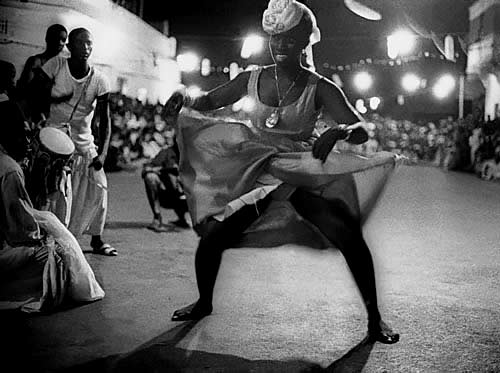 Dakkar street dancing by Frank-Horvat