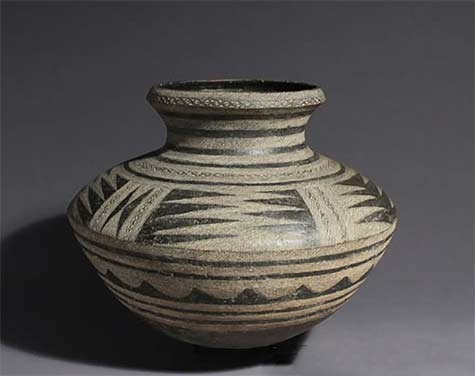 Makonde pot with geometric decoration, Tanzania