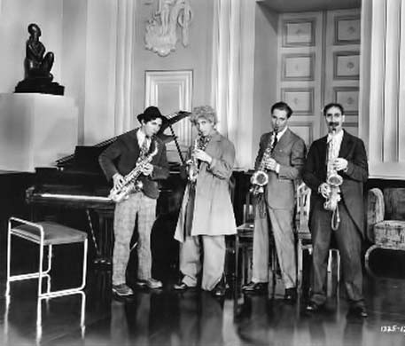 Monkey-Business---Marx-Brothers playing saxaphones