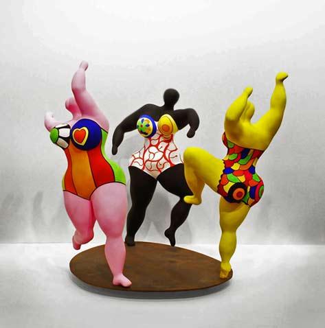 Niki-de-Saint-Phalle-Les_Trois_Graces Three buxom women dancing