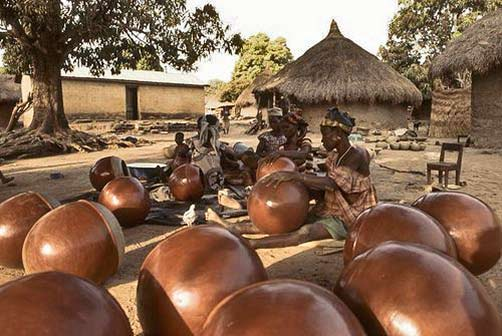 Katiola potters at work outside in their village