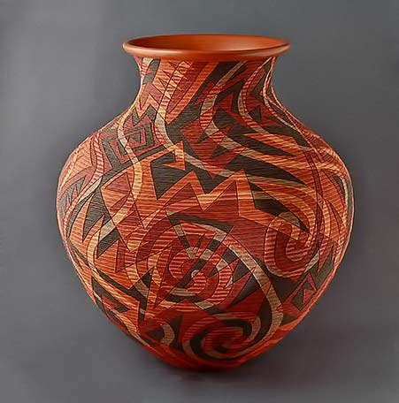 Richard-Zane-Smith---'Edge-and-Flow' vessel with dynamic line decorations