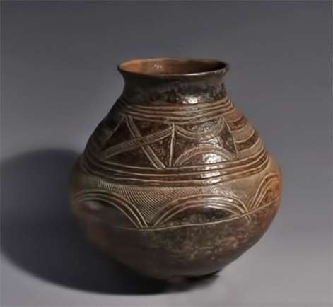 Songye Pot with incised geometric decoration