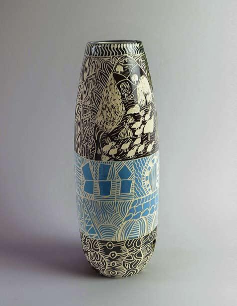 Anne-Thompson,-Ernabella-Ceramics,sgrafifito vase