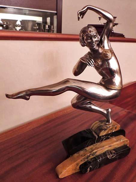 Harem-Dancer-Sculpture-by-Van-de-Voorde in bronze