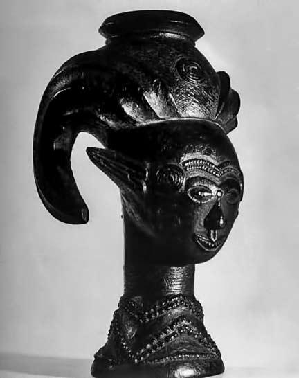 Carved-Africal-tribal-figurine---Eliot-Elisofon