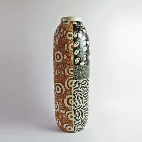 Derek-Jungarrayi-Thompson, vase Ernabella-Ceramics,