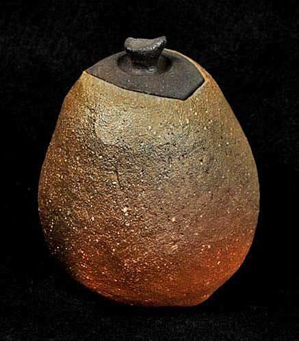 Hiroyuki-Wakimoto-ceramic-lidded-vessel