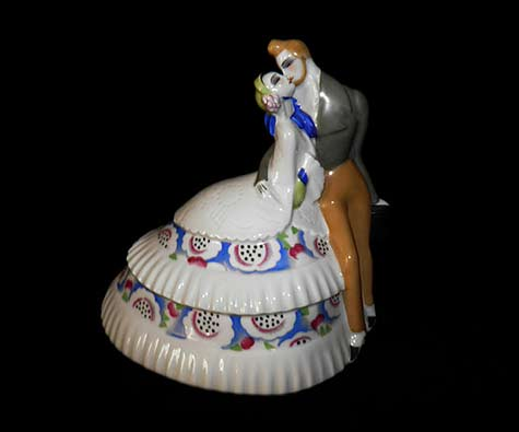 Limoges ceramic figurine of a romatic couple