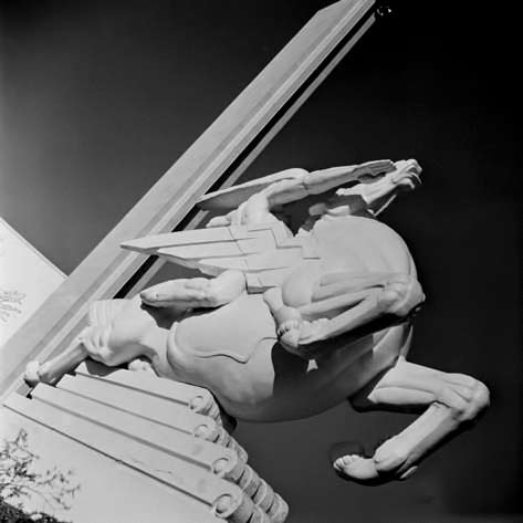 alfred-eisenstaedt-photo sculpture-by-joseph-reiner-