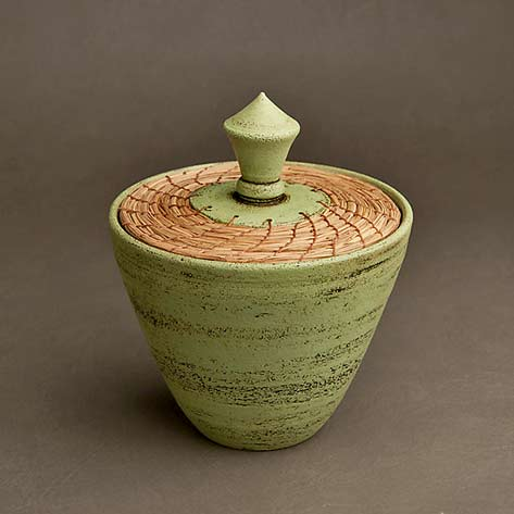 Lidded ceramic_vessel_Green-Box-by-Hannie-Goldgewicht