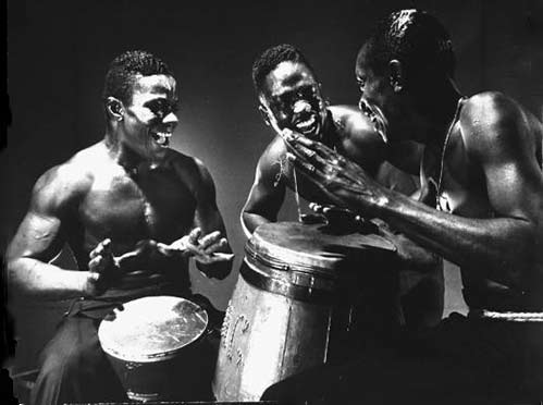 Aiye African percussionists - Photo Gjon Mili