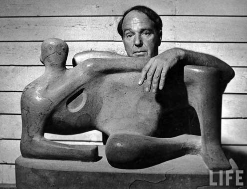 henry-moore-with his sculpture - photo by Gjon Mili
