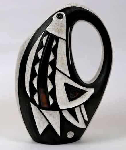 Marianne-Starck-for-Michael-Andersen-&-Son White dove on black ceramic jug