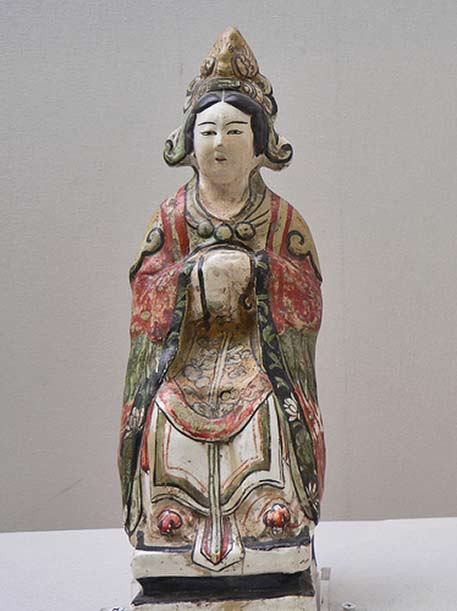 Pa village kiln, hand paintedseated female, Shanghai Museum