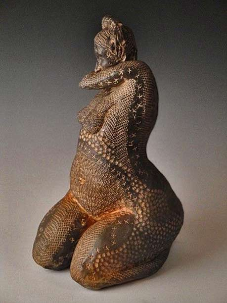 Anne-Meyer---Mishima-Lady - sculpture of a kneeling naked woman