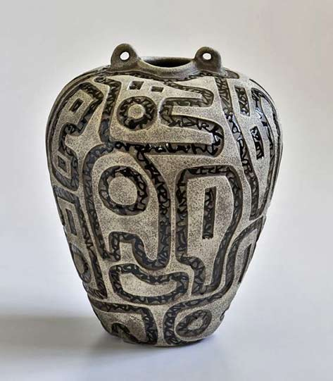 Boyan-Moskov twin lug vesssel with abstract motif