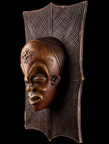 Wood carved wall sculpture - Congo-Chokwe-mask