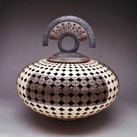 Eric-Stearns,-Raku-lidded vessel with geometric pattern