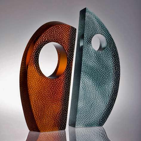 Harmony,-yin yang glass sculpture Di Tocker,-nz