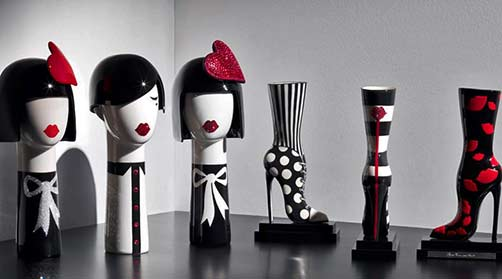 Ceramic female head busts and high heel boots - Jean Christoph Clair