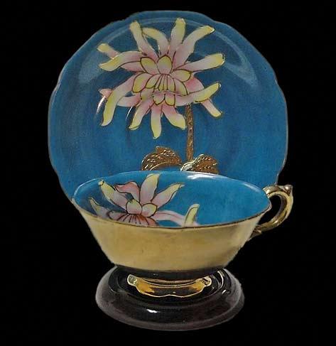 Saji China tea cup and saucer with gold trim