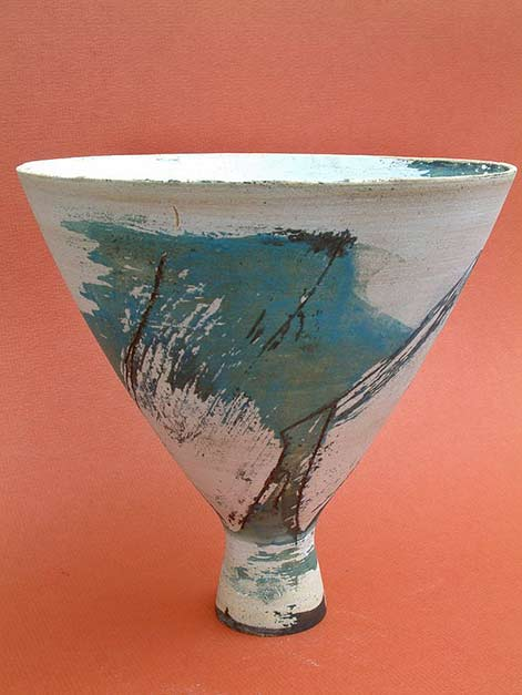 thrown-stoneware Anne Mortier with teal green abstract motif on white