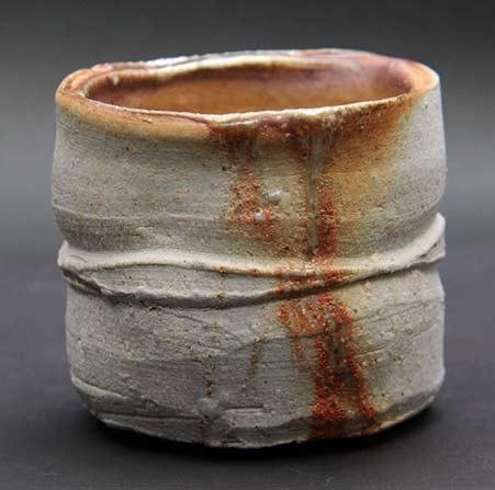 Ceramic bizen sake bowl-Ishii Takahiro - white with rusty strip